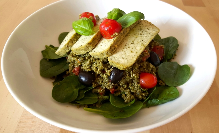 Pesto Quinoa Bowl – HEALTHY FOOD & SKINCARE