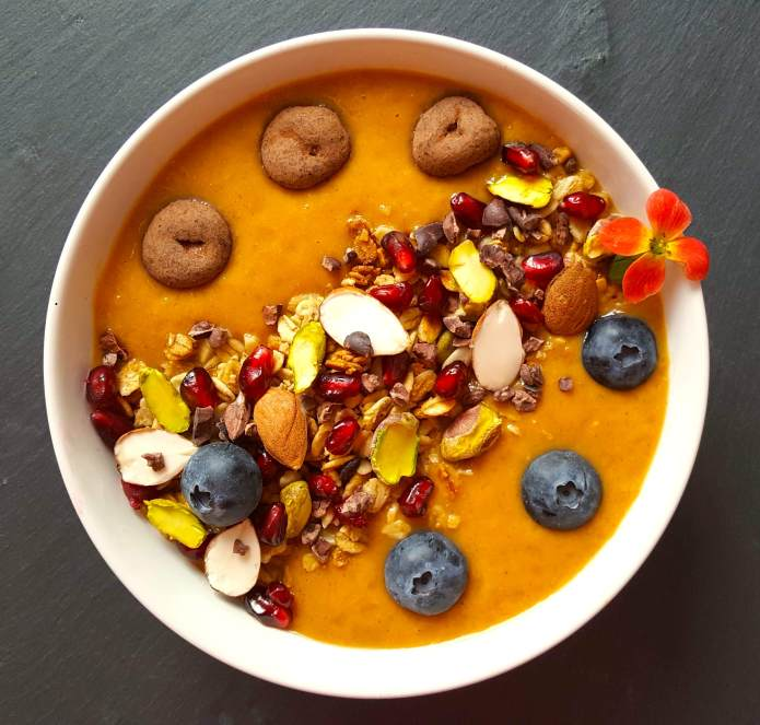 Orange pepper smoothie bowl 31
