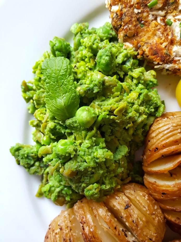Fishcakes 12 mushy peas
