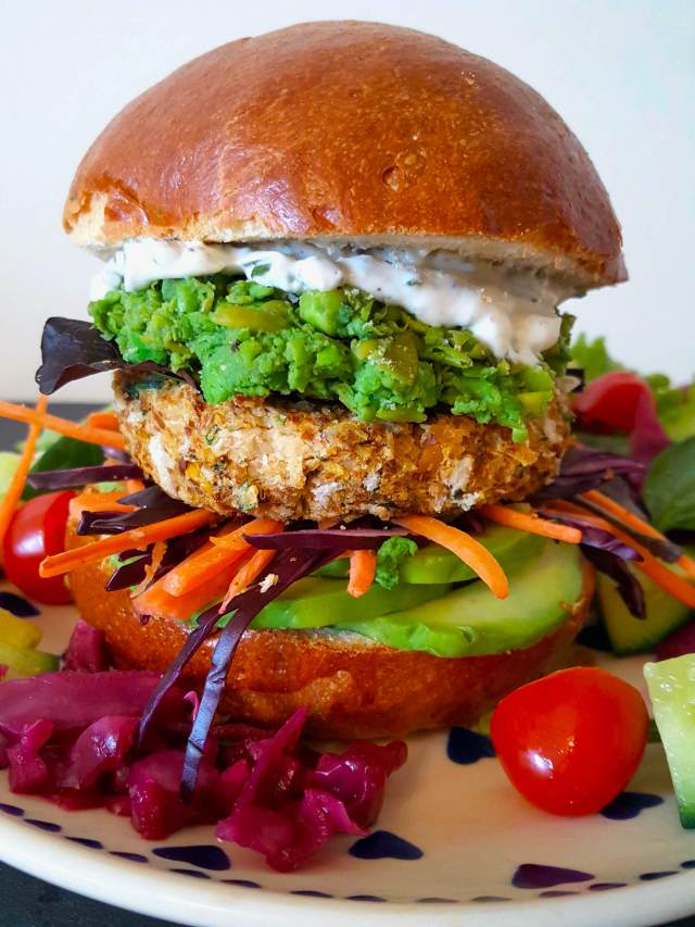 Vegan fish cakes with spirulina mushy peas/ Fish-less burger – SOBODY HEALTHY RECIPES
